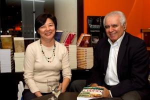 Hiromi e Sérgio Gadelha, durante o lançamento de um dos meus livros, em 2010.