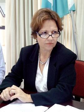 A secretária Teresa Cristina.