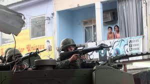 Blindados e armas pesadas nas favelas. Foto UOL.