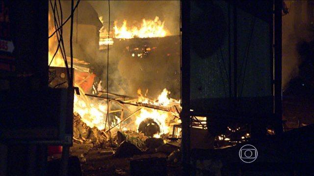 Protesto em Copacabana. Imagem da TV Globo.