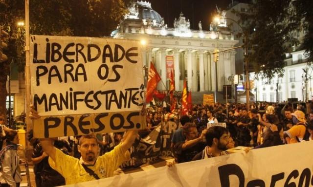 Protesto pela libertação dos presos, em foto de O Globo.