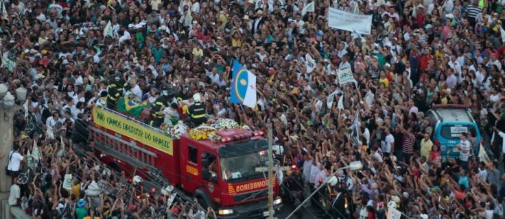 Cortejo fúnebre de Eduardo Campos, na foto de O Globo.
