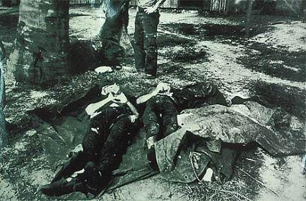Os corpos de guerrilheiros eram exibidos em praça pública.