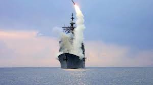 Navios americanos disparam foguetes contra a Síria. Foto do portal UOL.