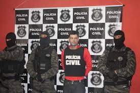 """O """"serial killer"""" brasileiro apresentado à imprensa;"""
