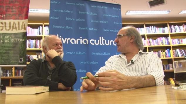 Amorim e Palmério Dória, jornalista que escreveu o prefácio do livro.