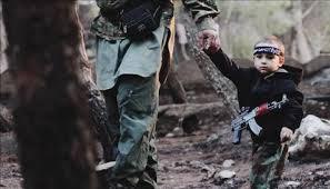 Crianças armadas no Oriente Médio.