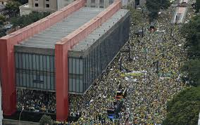 Um milhão de pessoas na Avenida Paulista.