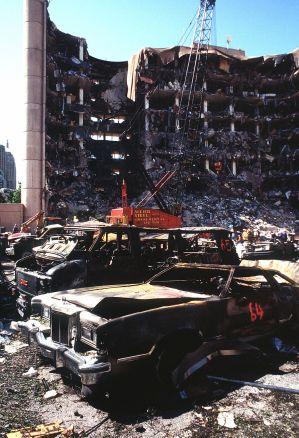 O prédio federal destruído pela explosão.