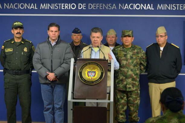 O presidente Juan Manuel Santos, ao anunciar a retomada dos ataques aéreos. Foto Colômbia Press.