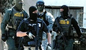 Agentes do DEA em ação.