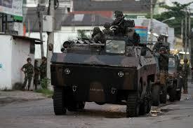 Milhares de militares nas favelas... E não é suficiente para liquidar o narcotráfico.