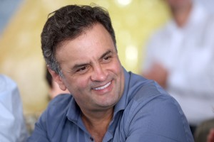 Aécio Neves, candidato do PSDB cntra Dilma.