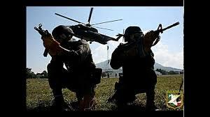 Militares colombinos em ação contra as FARCs.