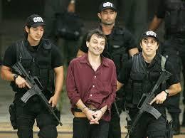 Cesare Batistti, italiano condenado à prisão perpétua em seu país.