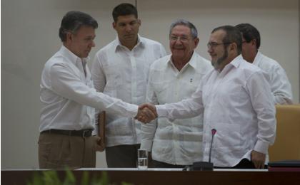 Acordo de paz histórico, assinado em Havana.