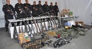Armas apreendidas na favela da Rocinha, no Rio.