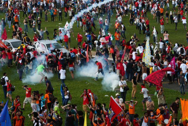 protesto-em-brasilia-04